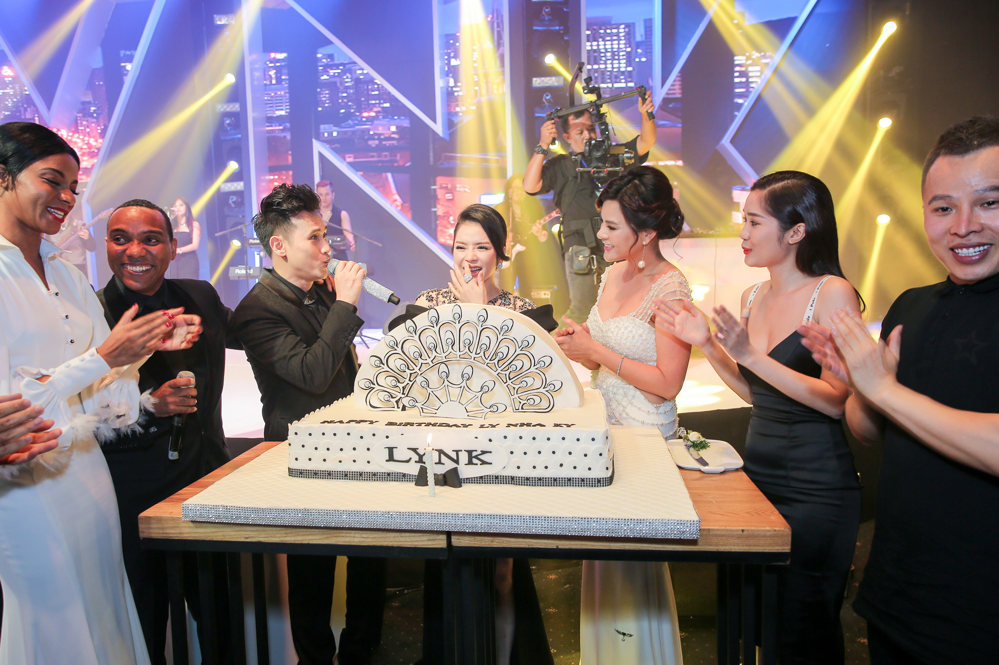 Dàn sao hội tụ tại sinh nhật hoành tráng của Lý Nhã Kỳ