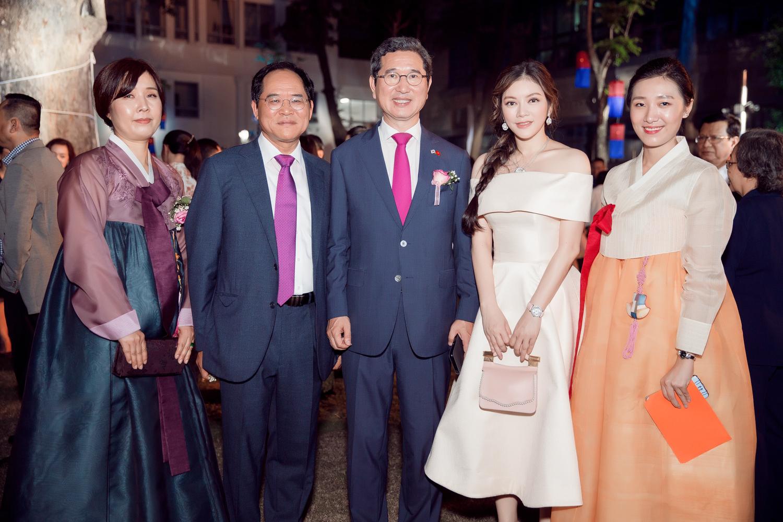 Lý Nhã Kỳ làm khách VIP của Tổng lãnh sự Hàn Quốc