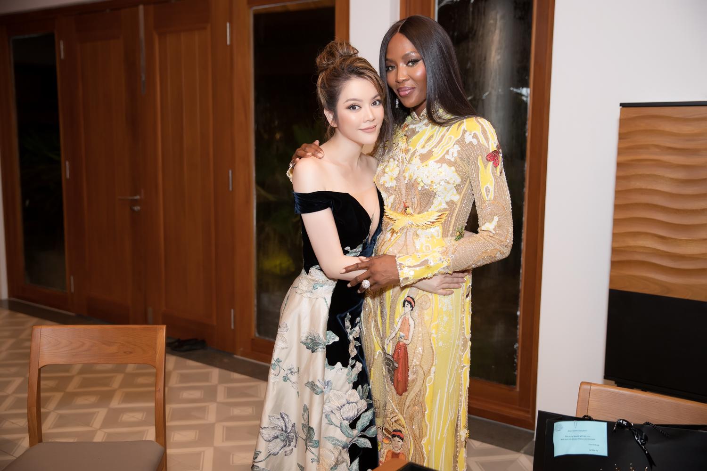 Naomi Campbell hội ngộ Lý Nhã Kỳ tại một sự kiện ở Cần Thơ