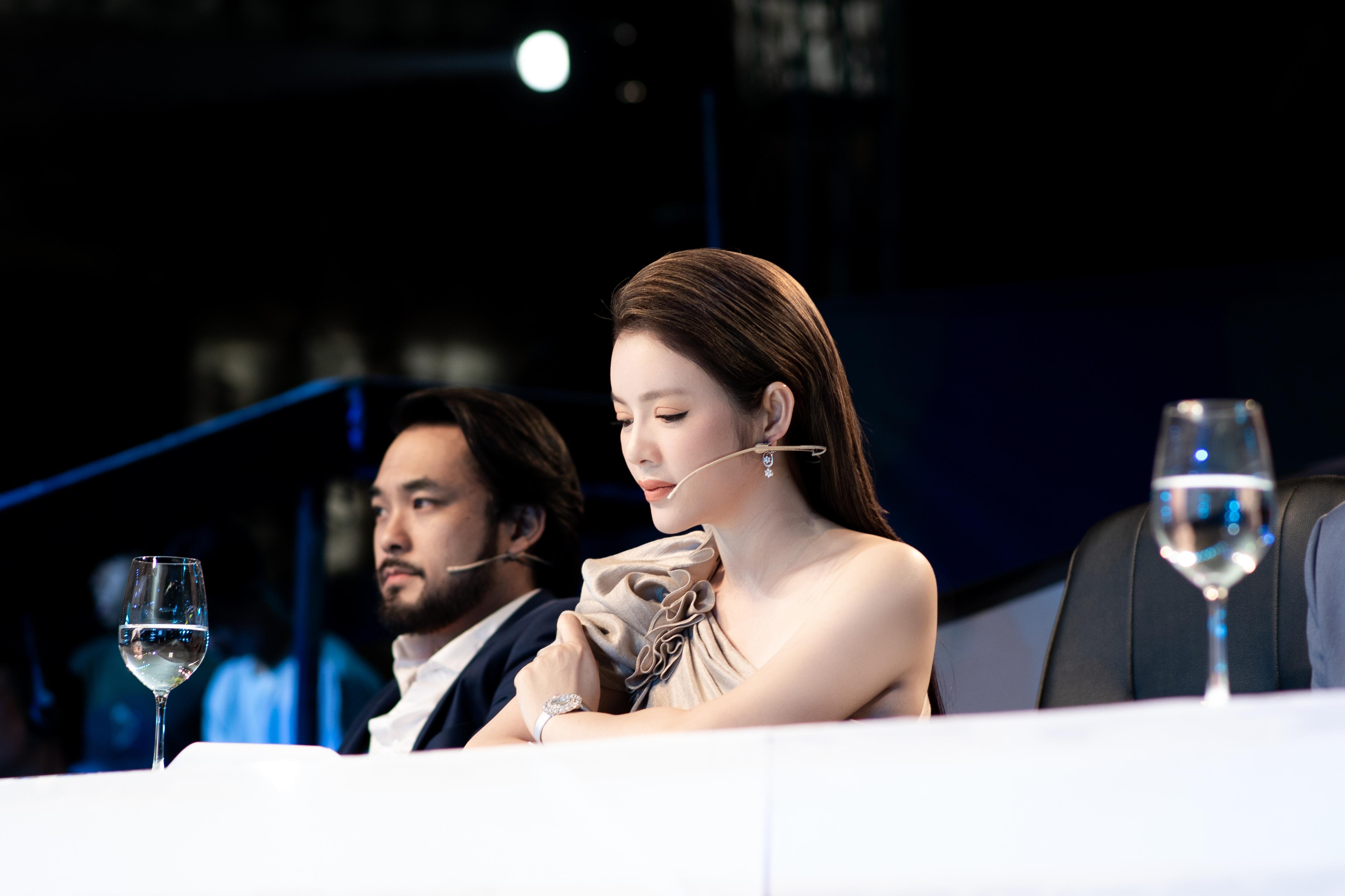 """Giám khảo Lý Nhã Kỳ duyên dáng trong tập 3 gameshow """"Ảo thuật siêu phàm"""""""